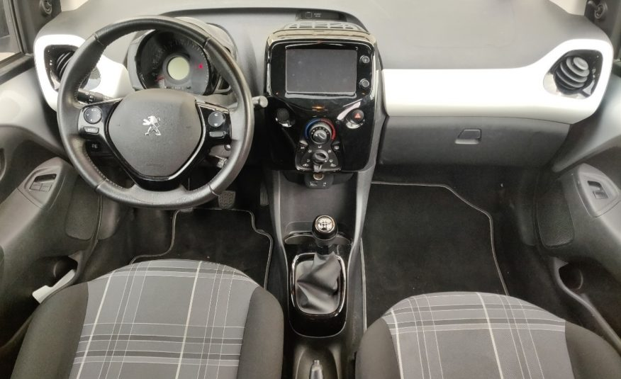 PEUGEOT 108 1.2 BENZ STYLE